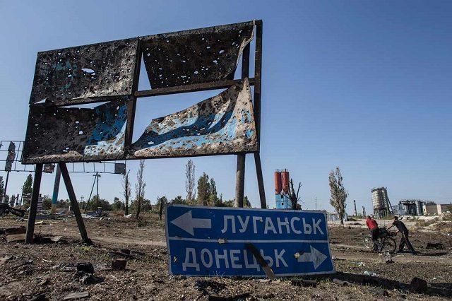 Гуляла з трирічною дитиною: бойовики обстріляли мирну мешканку Донбасу - today.ua
