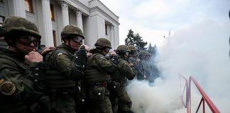Під Радою сьогодні гаряче: постраждали 14 правоохоронців - today.ua
