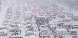 Сніговий колапс в Україні: в шести містах закрили аеропорти, а в Києві - школи - today.ua