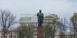 Правоохоронці оточили парк Шевченка у Києві - today.ua