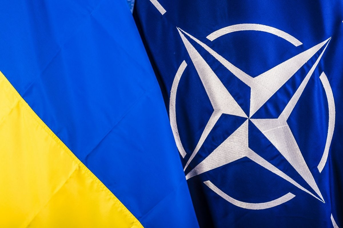 Социологи рассказали о настроениях украинцев относительно вступления в ЕС и НАТО - today.ua