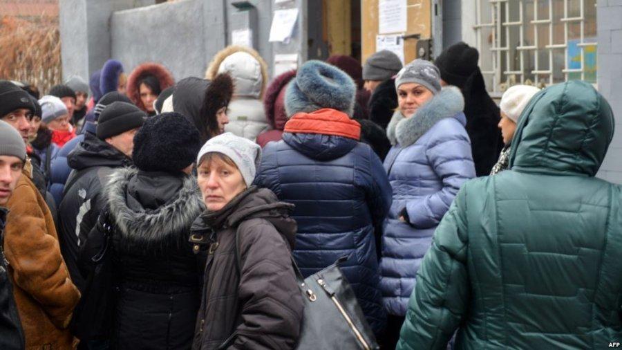 Переселенцям перестали платити пенсії: що сталось і як повернути виплати - today.ua