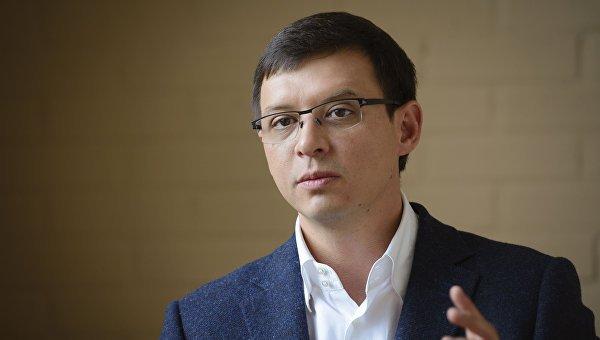 Активісти УНА-УНСО блокують телеканал народного депутата та збирались натягнути колючий дріт - today.ua