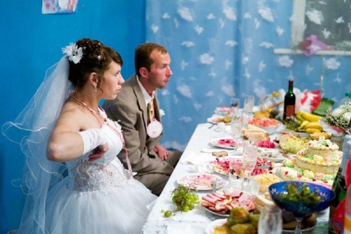 Гулянка на весіллі відправила вісьмох мешканці Рівненщини на лікарняні ліжка - today.ua