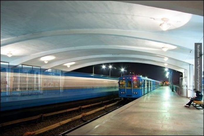 На рейки впала людина: в Києві призупинили роботу червоної гілки метро - today.ua