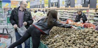 Украинцы тратят 50% заработка на продукты - today.ua