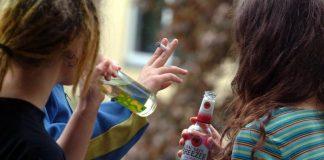 У Раді пропонують карати тих, хто купує алкоголь і сигарети неповнолітнім - today.ua