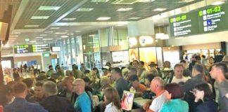 """Сотні туристів застрягли в """"Борисполі"""" в очікуванні рейсу в Іспанію"""" - today.ua"""