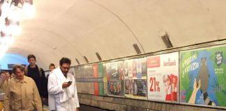 """«В халатах и с полотенцами»: киевляне устроили в метро смешной флешмоб"""" - today.ua"""