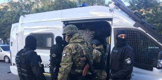"""Напад на Михайлика: діаспора спробувала """"відбити"""" у копів одного із підозрюваних (відео) - today.ua"""