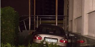 """П'яна жінка на автомобілі """"влетіла"""" у церкву в Києві - today.ua"""