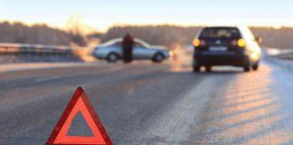Гола жінка у Харкові кинулась під колеса - today.ua