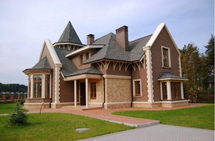 Одесский таможенник скрыл продажу земельного участка за 312 тысяч долларов - today.ua
