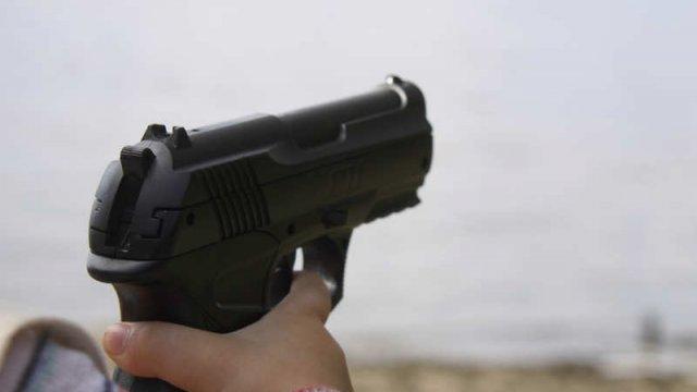 У Києві чоловік з іграшковою зброєю пограбував заклад - today.ua