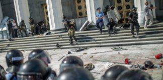 Сутички під Верховною Радою: поранено поліцейського (відео) - today.ua