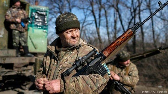 Доба на Донбасі: поранено двох українських військовослужбовців - today.ua