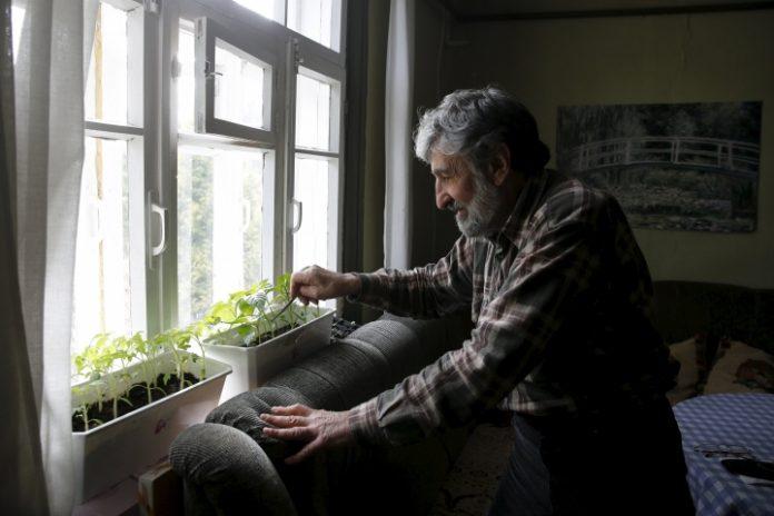 Появилось объяснение, как украинцам будут поднимать пенсии - today.ua