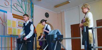 В школах Киева введут электронные пропуска и турникеты - today.ua