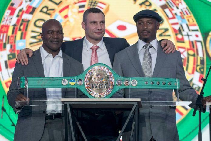 На благотворительном аукционе во время 56-го конгресса WBC собрали почти 200 000 долларов на обустройство боксерского зала в Мариуполе - today.ua