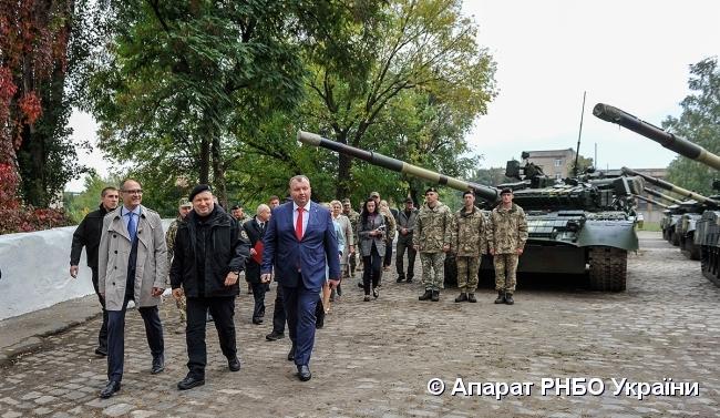 16 танків та 5 БТРів: ЗСУ отримали нову військову техніку - today.ua