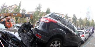 КамАЗ зніс 21 автомобіль у центрі Києва: з'явилося відео - today.ua