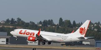 Консул України перевіряє, чи були українці в літаку Boeing 737 MAX, який зазнав аварії в Індонезії - today.ua