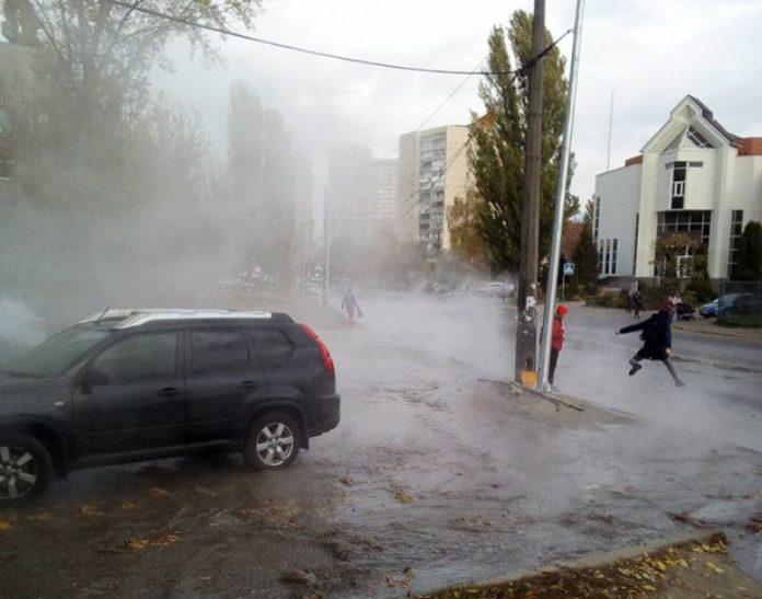 В столице по улицам течет горячая вода - today.ua