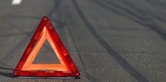 """Страшное ДТП в Кривом Роге: автомобиль на скорости """"снес"""" остановку с людьми - today.ua"""