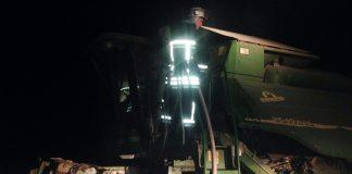 На Кіровоградщині під час збирання врожаю спалахнув комбайн (фото) - today.ua