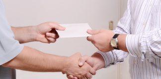 Стало відомо, скільки українців отримують зарплату у конвертах - today.ua