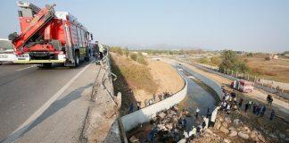"""Вантажівка з нелегалами зірвалася з мосту: багато загиблих"""" - today.ua"""