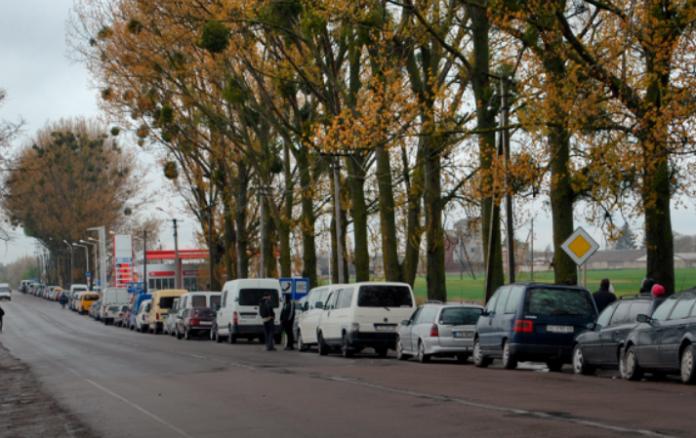 Триденні черги на кордоні: як українці намагаються потрапити до Польщі - today.ua