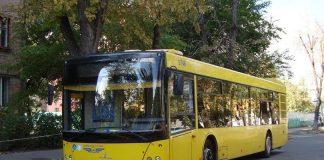 На Троєщині у маршрутки на ходу відлетіло колесо - today.ua