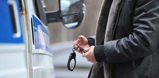 П'яна вагітна жінка обікрала авто та побилася з патрульними у Києві - today.ua