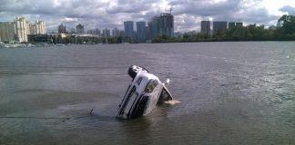 Из Днепра в Киеве подняли автомобиль вместе с мертвым водителем - today.ua