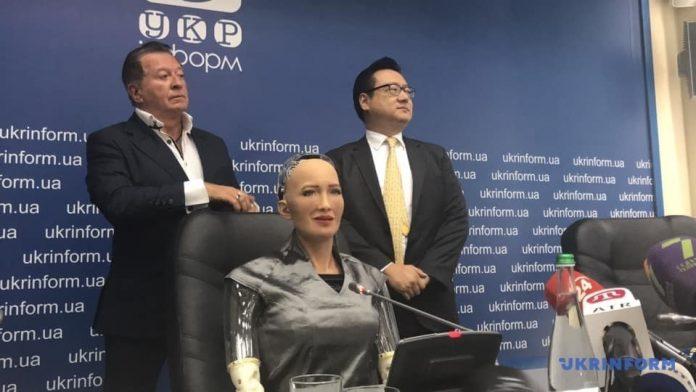 Робот Софія приїхала до Києва: усі подробиці - today.ua