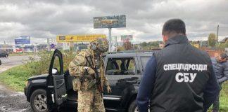 Незаконно продавали зброю українцям: правоохоронці затримали банду злочинців на Хмельниччині - today.ua