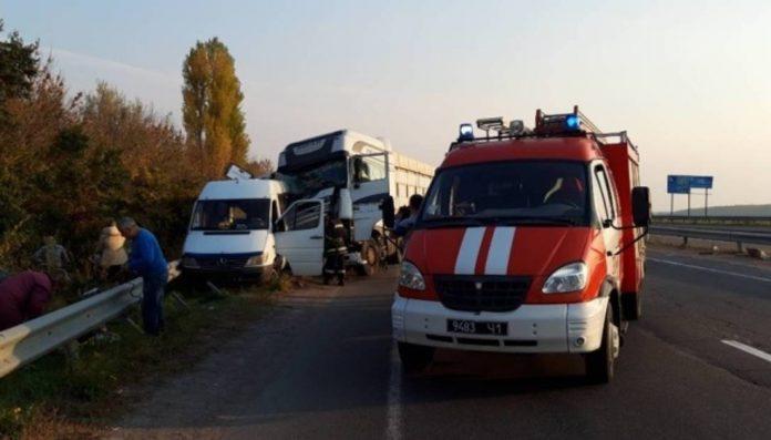 На трасі Київ - Одеса автобус з дітьми потрапив у ДТП: загинула дівчинка - today.ua