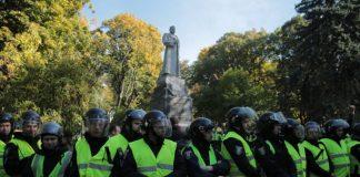 Аваков розповів, як активісти намагалися знести радянські пам'ятники в Києві - today.ua