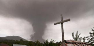В Індонезії після землетрусу і цунамі прокинувся вулкан (відео) - today.ua
