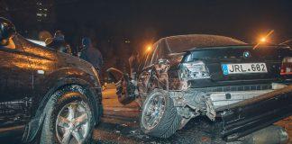 """Масштабное ДТП в Днепре: BMW на """"бляхах"""" разбил 10 автомобилей - today.ua"""