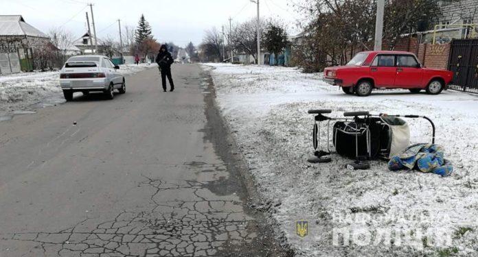 Под Днепром пьяный водитель сбил на обочине беременную женщину с двухлетним сыном - today.ua