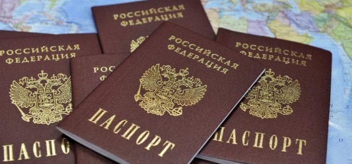 """Росія спростила процедуру видачі паспортів жителям """"ЛНР"""" і """"ДНР"""" - today.ua"""