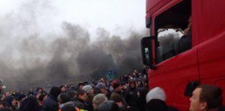"""На кордоні з Польщею далекобійники прорвали кордон """"євробляхерів"""" - today.ua"""