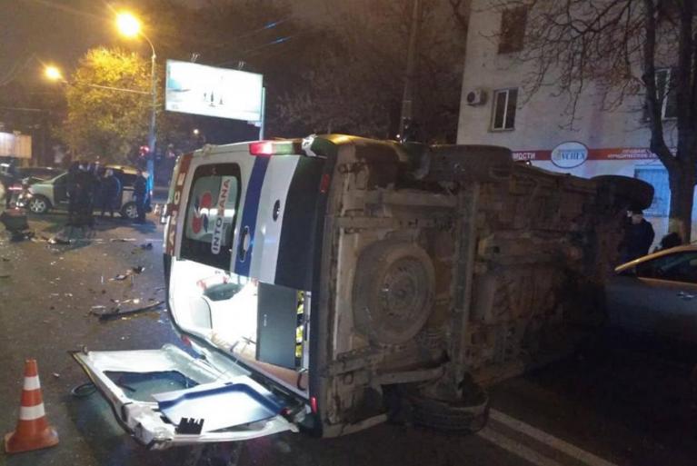 ДТП в Одесі: карета швидкої допомоги перекинулася на дорозі  - today.ua