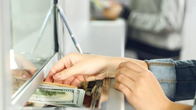 Нацбанк спростить процедуру грошових переказів за кордон - today.ua