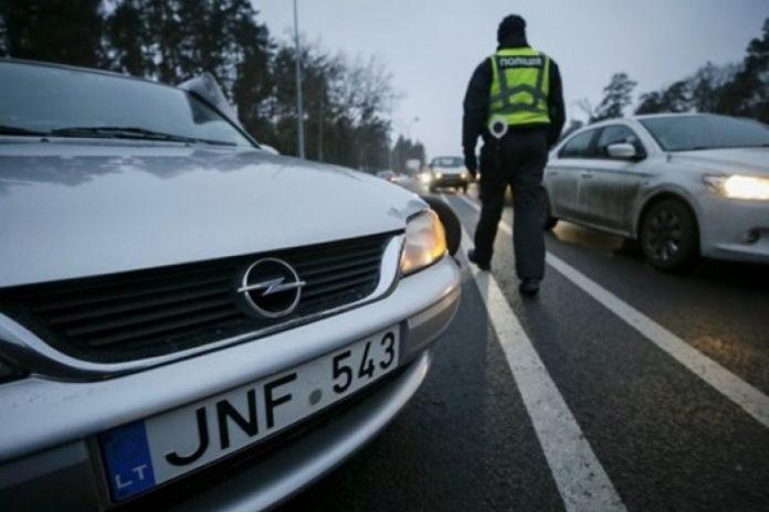 """Поліцейських зобов'язали зупиняти і перевіряти &quotєвробляхи"""" - today.ua"""