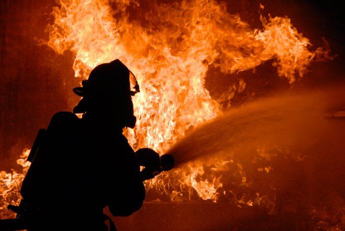 На Троєщині палає квартира багатопеверхівки - today.ua