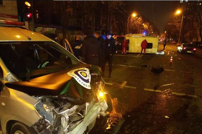 ДТП в Одесі: карета швидкої допомоги перекинулася на дорозі