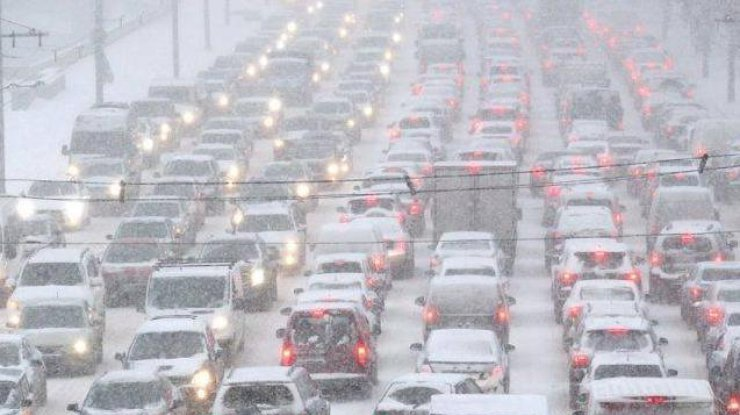 На в'їзді до Києва обмежено рух вантажівок у зв'язку зі складними погодними умовами - today.ua